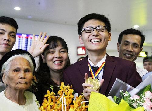 Em Nguyễn Quang Bin giành huy chương vàng Olympic Toán quốc tế năm 2018. Ảnh: Thùy Linh