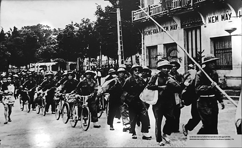 Bộ đội tiến vào tiếp quản Thủ đô 64 năm trước