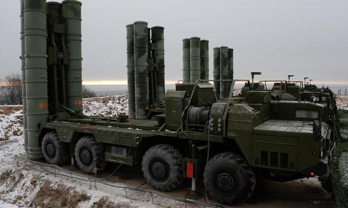 Xe phóng đạn thuộc tổ hợp phòng không S-400 Nga. Ảnh: TASS.