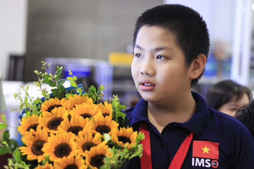 Trịnh Anh Minh trở về Việt Nam sau khi giành huy chương vàng IMSO 2018. Ảnh:Dương Tâm