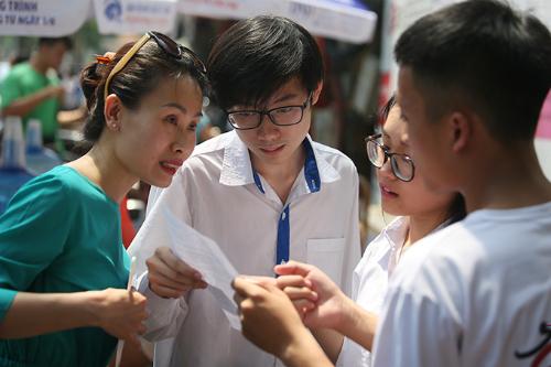 Học sinh Hà Nội dự thi vào lớp 10 năm học 2018-2019. Ảnh: Ngọc Thành.