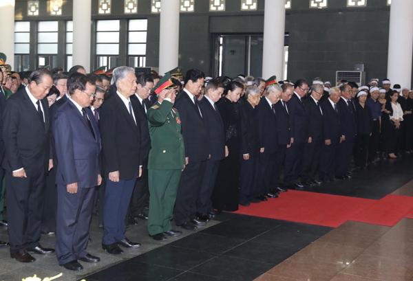 Đoàn Ban chấp hành Trung ương Đảng viếng nguyên Tổng bí thư Đỗ Mười. Ảnh: Ngọc Thành