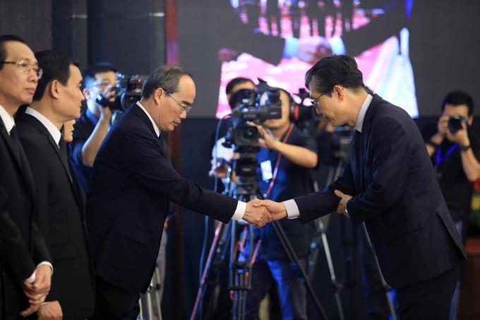 Đại diện các nước tại TP HCM đến viếng nguyên Tổng bí thư Đỗ Mười
