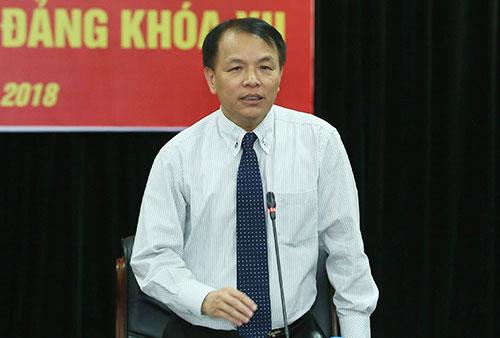 Ông Lê Quang Vĩnh, Phó chánh Văn phòng Trung ương Đảng, trả lời tại cuộc họp báo chiều 6/10. Ảnh: Ngọc Thắng