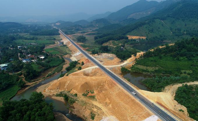 Đường 2.700 tỷ đồng nối Hà Nội-Hòa Bình trước ngày thông xe