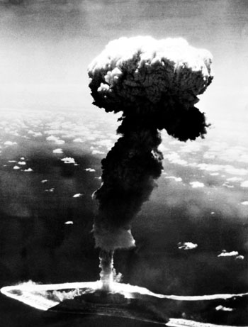Một vụ thử nghiệm hạt nhân của Pháp ở Polynesia tháng 10/1966. Ảnh: AFP.