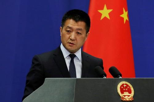 Người phát ngôn Bộ Ngoại giao Trung Quốc Lục Khảng tại một cuộc họp báo ở Bắc Kinh hồi tháng 4. Ảnh: Reuters.