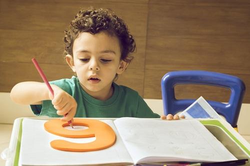 Giáo viên cần giúp trẻ hiểu rõ về cảm xúc của mình và học cách tự điều chỉnh. Ảnh: Getty Images