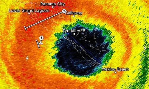 Căn cứ Tyndall nằm trong tâm bão. Đồ họa: Drive.