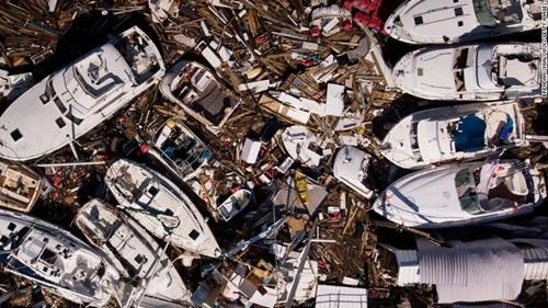 Những chiếc thuyền bị xô vào nhau và hư hại sau khi bão Michael quét qua ở thành phố Panama, bang Florida hôm 11/10. Ảnh: CNN.