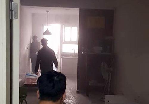 Căn hộ chung cư HH Linh Đàm bốc cháy, hàng trăm người náo loạn - 1