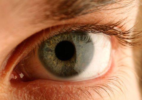 Đôi mắt khỏe là điều quan trọng hàng đầu giúp tài xế tỉnh táo và làm chủ tình huống tốt hơn.