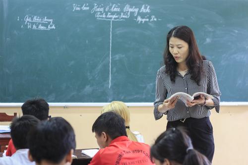 Cô Nguyễn Thị Ái Vân trong một giờ giảng Văn. Ảnh: Dương Tâm