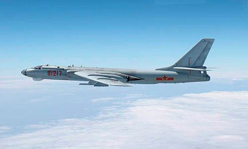 Oanh tạc cơ Xian H-6 của Trung Quốc. Ảnh: Reuters.
