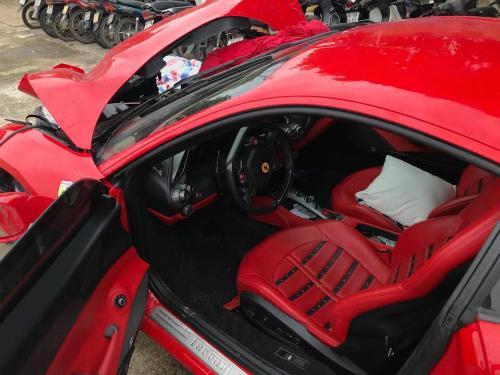 Tại sao siêu xe Ferrari của Tuấn Hưng nát đầu mà không bung túi khí?