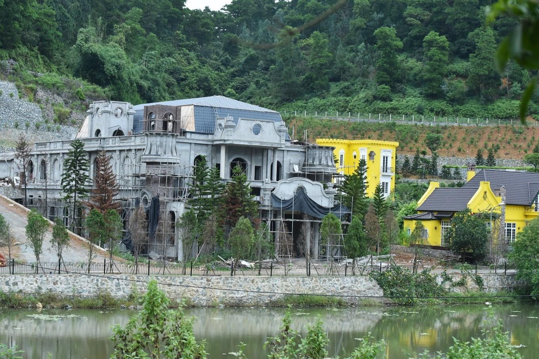 Biệt thự, hồ bơi trong rừng phòng hộ Sóc Sơn