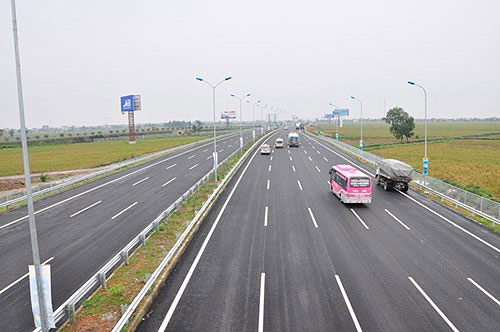 Nhiều đoạn cao tốc Bắc - Nam được đầu tư theo hình thức BOT. Ảnh: Xuân Hoa