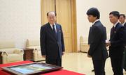 Đại sứ Việt Nam tại Triều Tiên tặng tranh tự vẽ cho Kim Jong-un