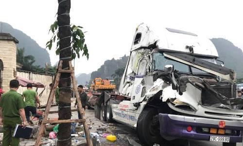 Xe container gây tai nạn liên hoàn trên quốc lộ, một người chết -