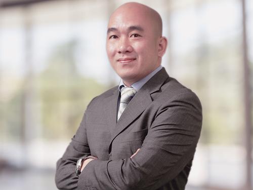 Ông Sử Ngọc Khương - Giám đốc Đầu tư Savills Việt Nam và Thành viên Hội đồng Khoa học và Đào tạo IIB tham gia tư vấn cho bạn đọc VnExpress.