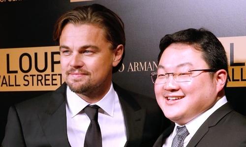 Jho Low (phải) và diễn viên Leonardo DiCaprio tại buổi ra mắt phim ở Paris năm 2013. Ảnh: Australian.
