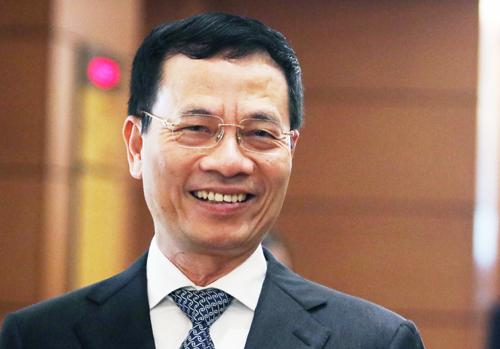Ông Nguyễn Mạnh Hùng bên hành lang Quốc hội chiều 23/10. Ảnh: Võ Hải.