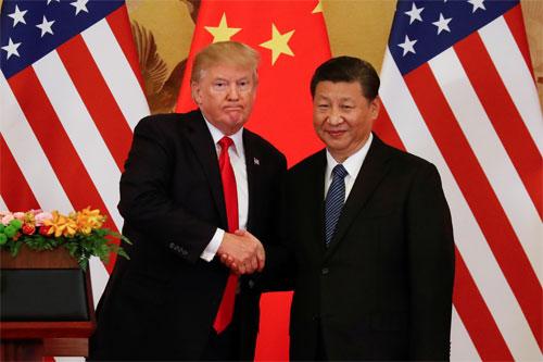 Tổng thống Mỹ Donald Trump, trái, và Chủ tịch Trung Quốc Tập Cận Bình trong cuộc gặp ở Bắc Kinh tháng 11/2017. Ảnh: Reuters.