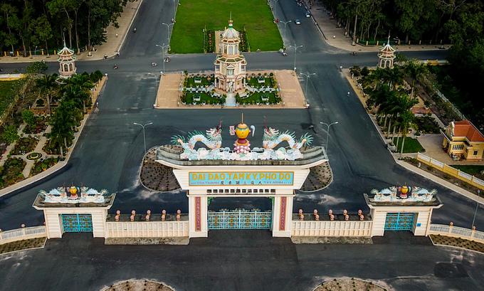 Tòa thánh lớn nhất của đạo Cao Đài nhìn từ trên cao
