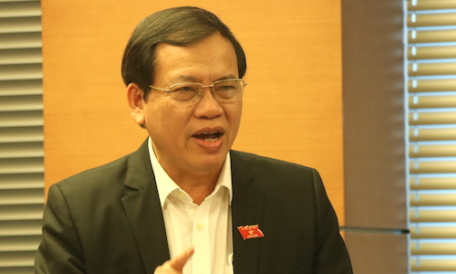 Đại biểu Vũ Trọng Kim thảo luận tại tổ ở Quốc hội. Ảnh: Võ Hải