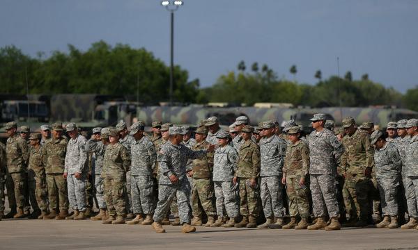 Lính Mỹ tại một căn cứ trước khi được triển khai tới biên giới Mexico hồi đầu năm nay. Ảnh: AFP.