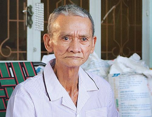 Ông Thịnh nói về nỗi khổ cực của người dân hơn 20 năm sống trong khu quy hoạch treo. Ảnh: Dương Trang