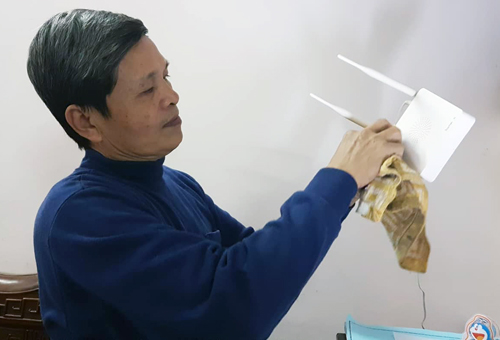 Ông Võ Xuân Tui (Yên Hoà, Cầu Giấy) cho hay, ông đã tham khảo ý kiến nhiều người và cùng có quan điểm nếu thiết bị mất phí sẽ không sử dụng. Ảnh: Võ Hải.