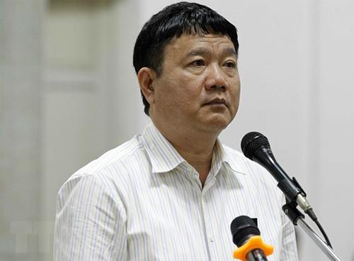 Ông Đinh La Thăng trong phiên phúc thẩm mở ngày 20/3. Hiện, ông phải thi hành tổng cộng 30 năm tù tại hai vụ án.Ảnh: TTXVN