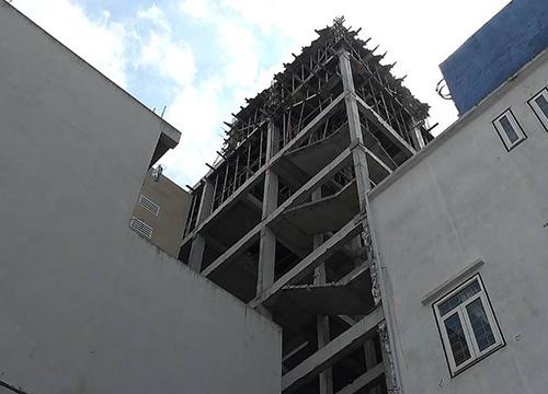 Cầu thang công trình anh Phú gặp nạn. Ảnh: N.T.