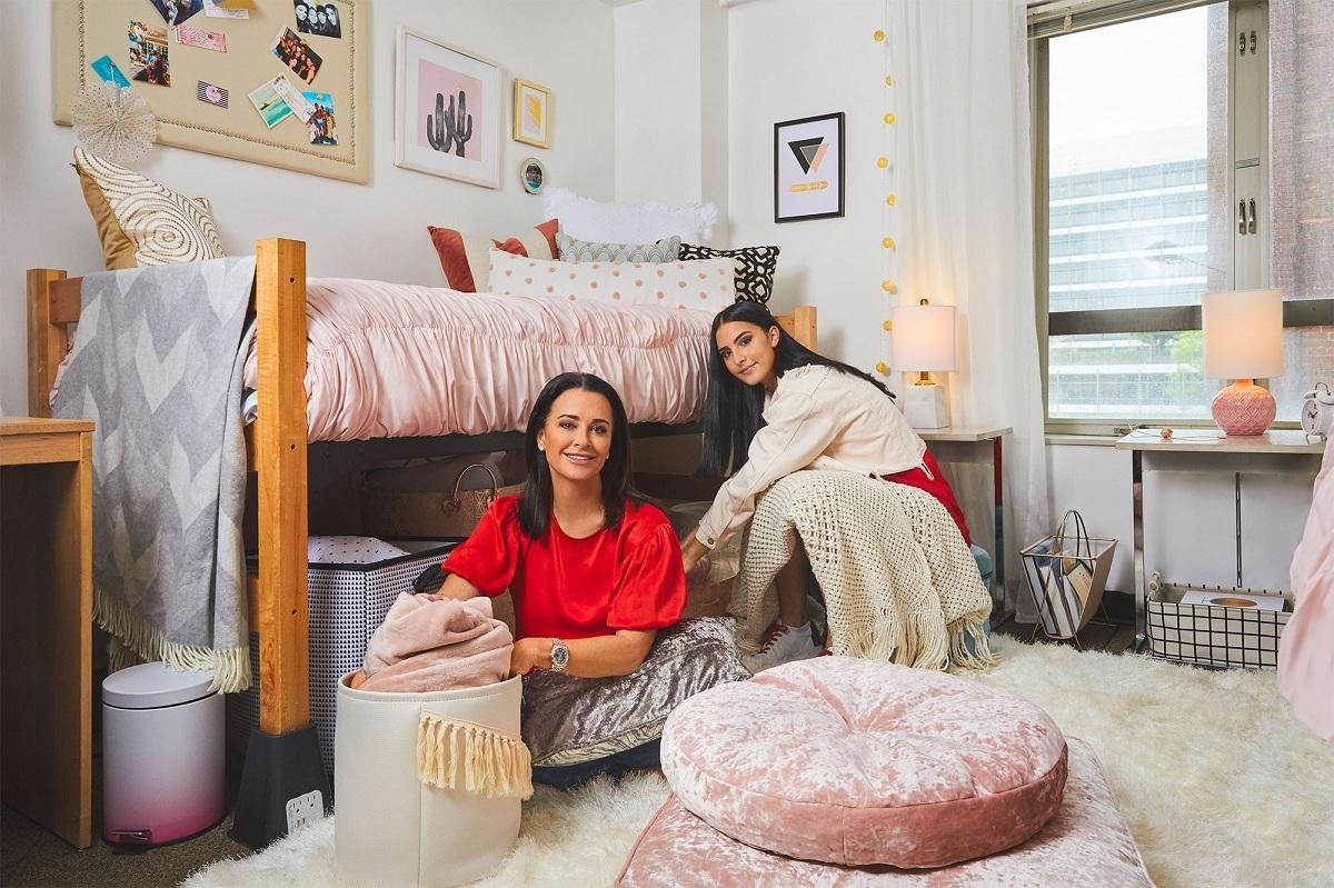 Phòng ký túc xá đẹp như mơ của con gái nữ diễn viên Mỹ