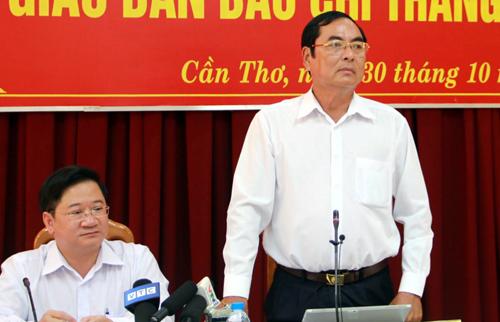 Ông Đỗ Hoàng Trung - Giám đốc sở Thông tin và Truyền thông TP Cần Thơ tại buổi họp giao ban báo chí, sáng 30/10. Ảnh: Cửu Long.