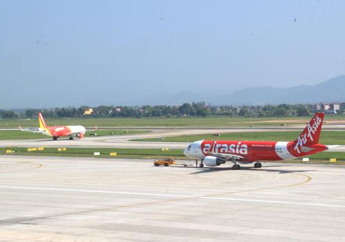 Sân bay Nội Bài cần mở rộng vì đang có dấu hiệu quả tải. Ảnh: Đoàn Loan