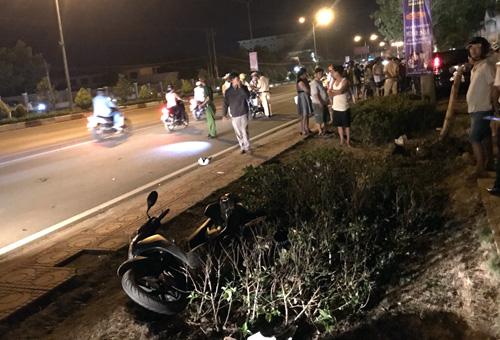 Hiện trường vụ tai nạn trên quốc lộ 14. Ảnh: Văn Trăm.