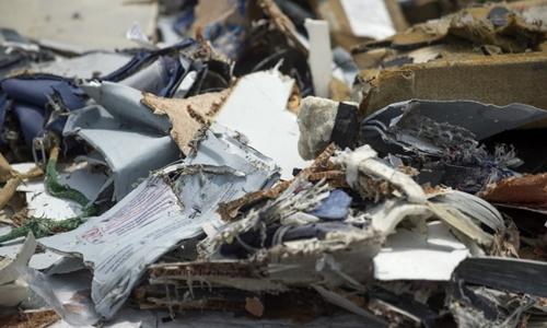 Những mảnh vỡ Indonesia thu được trong quá trình tìm xác máy bay Lion Air. Ảnh: AFP.