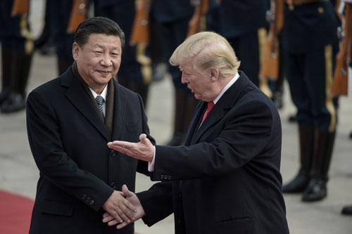 Ông Tập (trái) đón Trump tới thăm Bắc Kinh tháng 11/2017. Ảnh: Reuters.