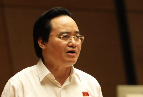Bộ trưởng Phùng Xuân Nhạ trả lời chất vấn của đại biểu Quốc hội chiều 26/10. Ảnh: Gia Hân
