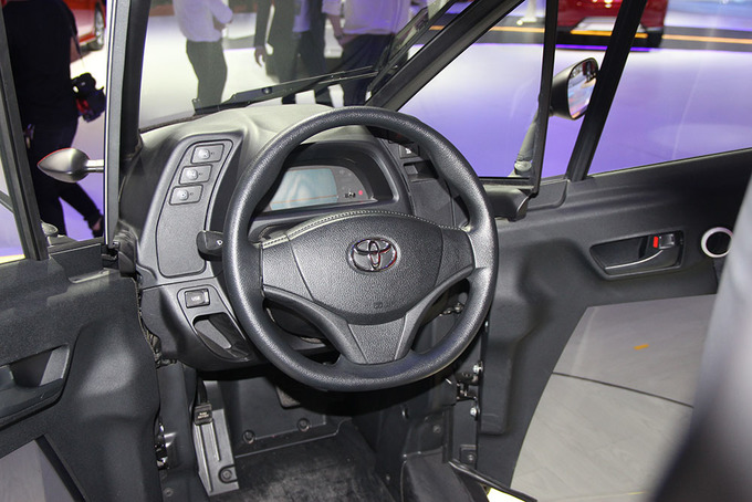 Toyota i-Road - ôtô lai xe máy cho phố thị Việt Nam