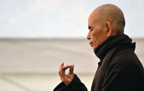 Thiền sư Thích Nhất Hạnh ngồi thiền. Ảnh: UBC.