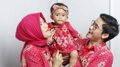 BéKyara cùng bố mẹ làRizal Gilang Sanusi Putra và Wita Seriani. Ảnh: Facebook