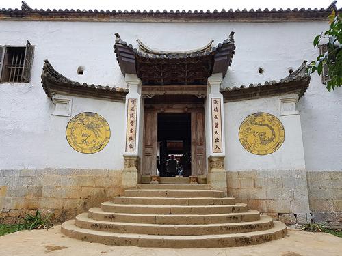 Cổng khu dinh thự họ Vương tại Sà Phìn, Đồng Văn, Hà Giang. Ảnh: Ngọc Thành.