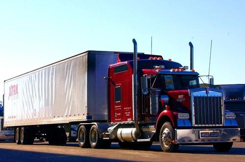 ke-bao-dam-o-my-lap-phong-tra-tan-di-dong-tren-xe-container
