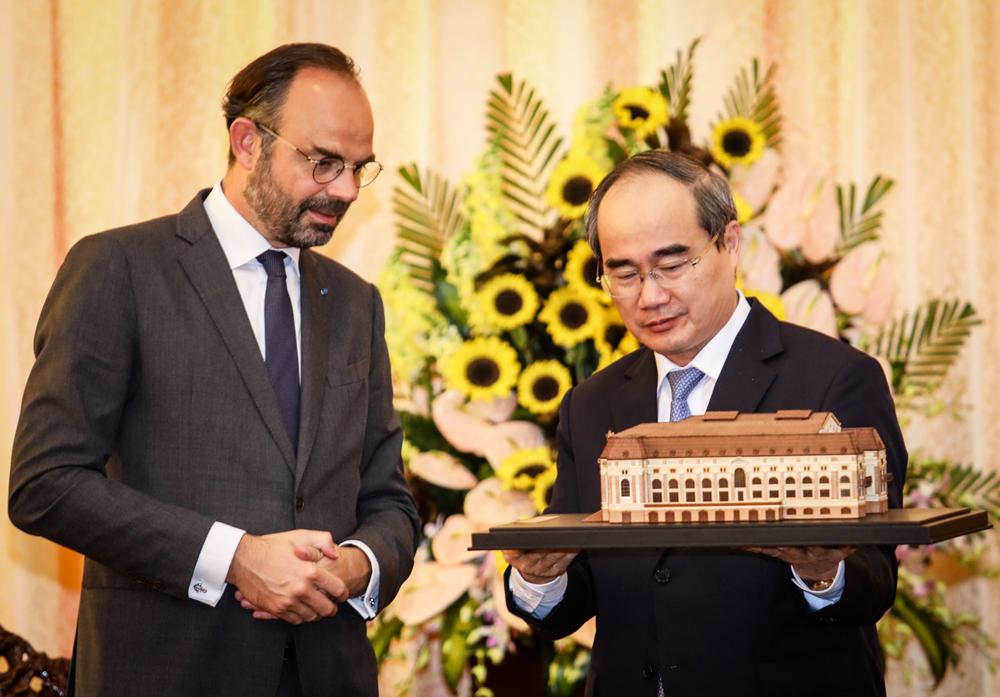 Thủ tướng Pháp thăm TP HCM