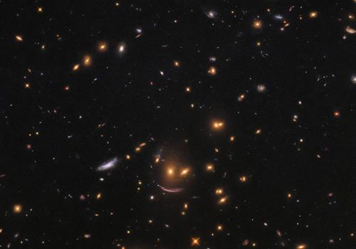 Hình ảnh nhóm thiên hà trông giống khuôn mặt đang mỉm cười. Ảnh: NASA.
