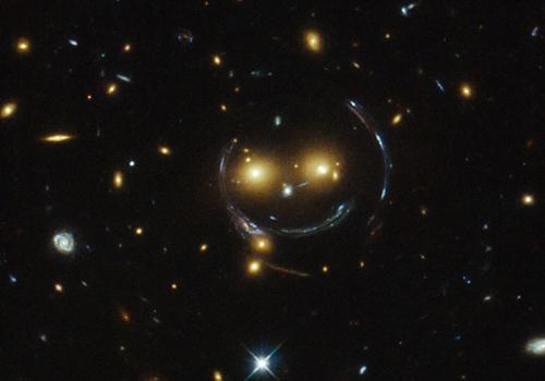 Ảnh chụp cụm thiên hà SDSS J1038+4849 năm 2015. Ảnh: NASA.