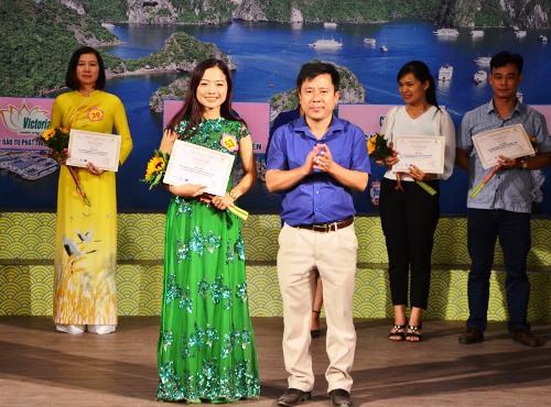 Thí sinh Đinh Thị Hương Giang giành giải nhất. Ảnh: M.C